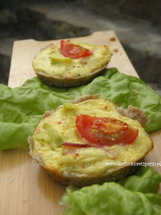 malutkie tarty z serem i warzywami