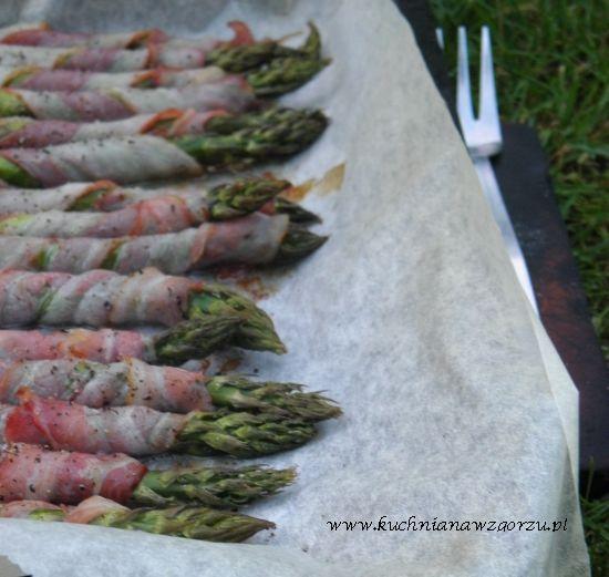Pieczone szparagi z boczkiem