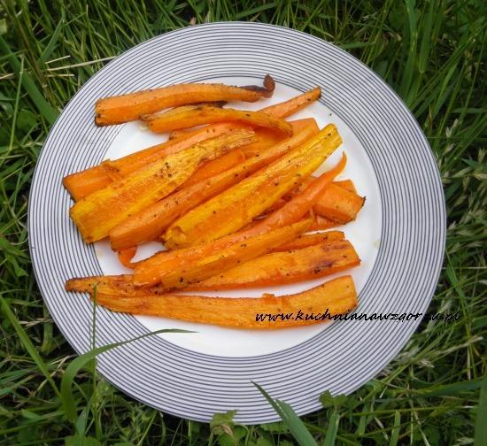 Młoda pieczona marchewka