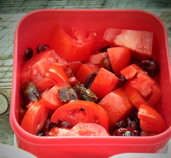 Sałatka z pomidorów, lunch do pracy, przepis z pomidorami