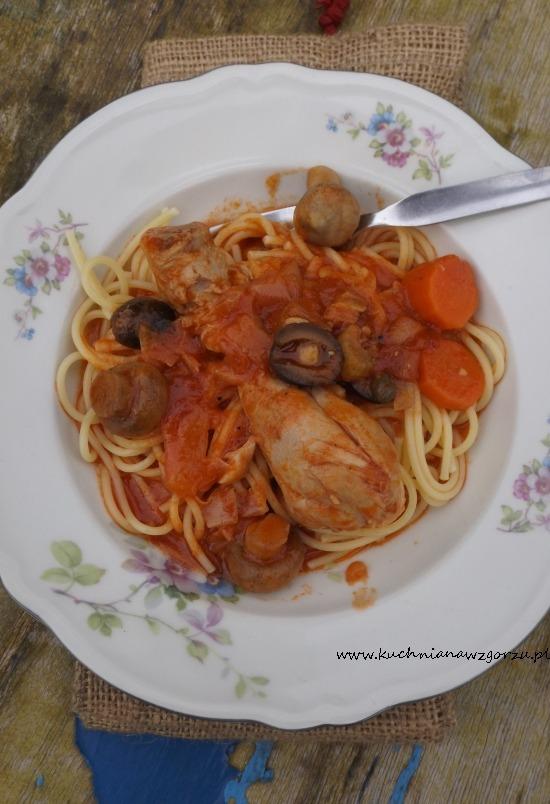 nóżki z kurczaka w sosie pomidorowym