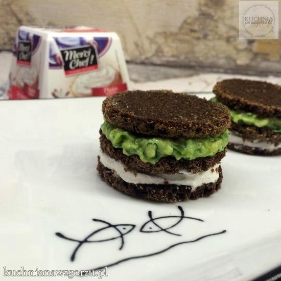 kanapeczki z serem kozim i zielonym humusem