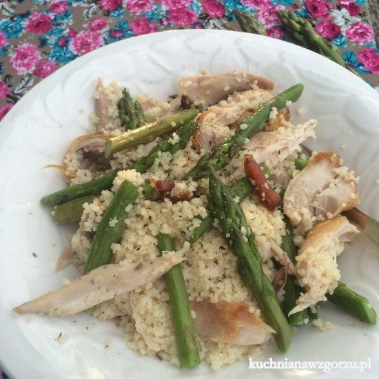 salatka ze szparagami i kurczakiem