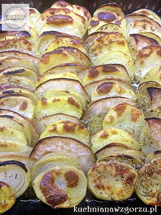 Zapiekane ziemniaki, jabłka i cebula pyszny dodatek do obiadu
