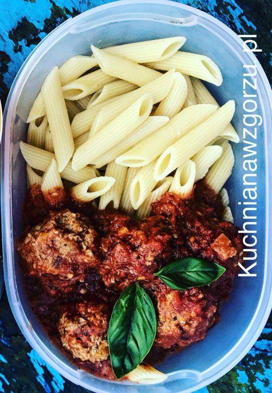 pulpeciki-z-indyka-sos-pomidorowy