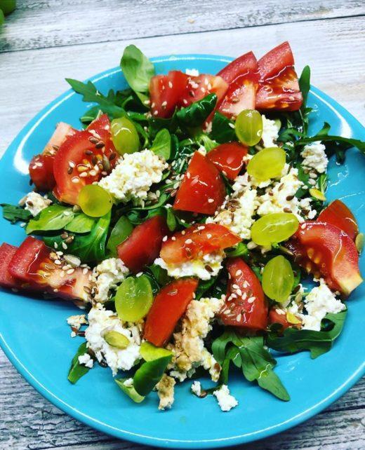 genialna-salatka-twarog-wedzony